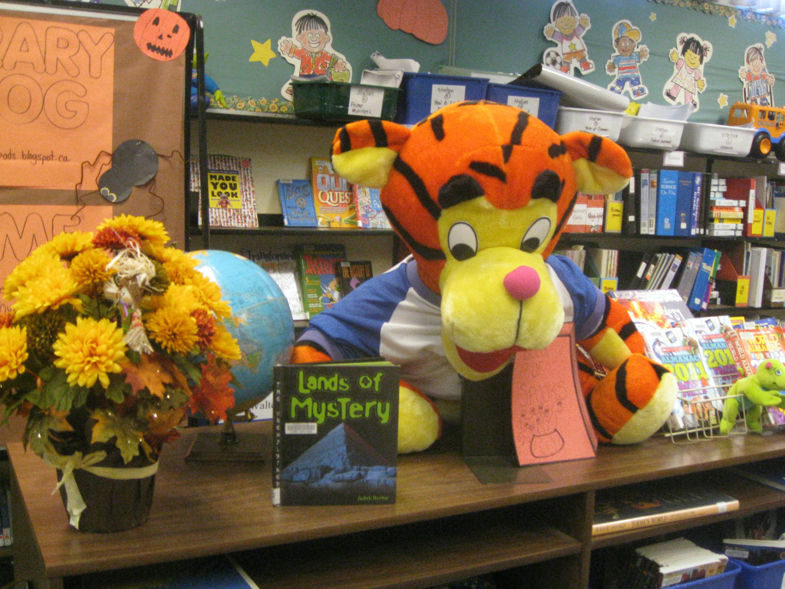 Nelson School loves to read and ROAR!