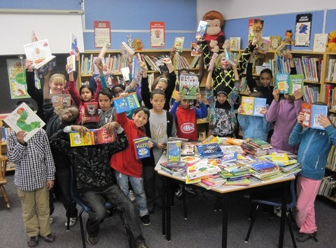 Queen Mary Street School loves to read!