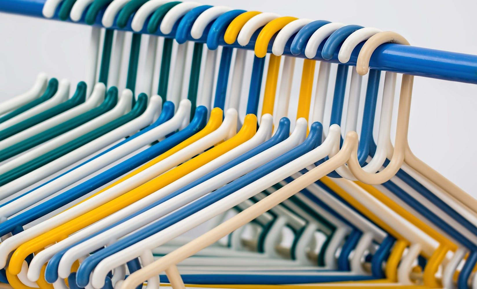 Clothes hangers 582212 1920